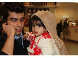 2 Yaşındaki Çocuğu Havalimanında Bıraktılar