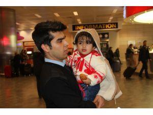 Havalimanında bırakılan çocuk ailesine teslim edildi