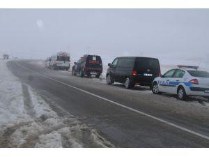 Kayseri-Kırşehir karayolunda aşırı tipi nedeniyle ulaşım güçlükle sağlanıyor