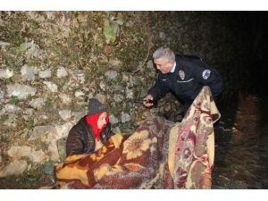 Donma Riskine Aldırmadan Parkta Sabahlamak İstedi, Polis İknaya Çalıştı