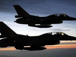 Afganistan'da DAEŞ'e yönelik hava saldırıları: 16 ölü