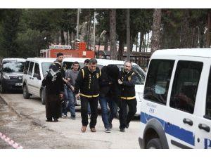 6 Otomobilden Hırsızlık Yapan 2 Kişi Tutuklandı