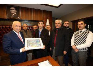 Başkan Fethi Yaşar'a tuzdan plaket