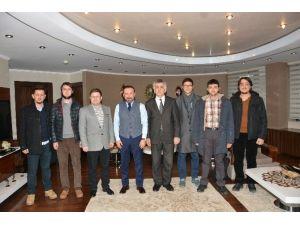 Üniversiteli Öğrencilerden Başkan Doğan'a Ziyaret