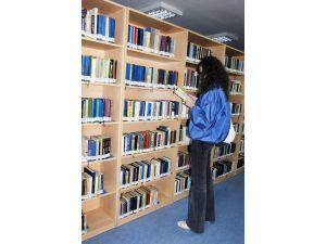 Bilimsel bilgi, öğrenci ve akademisyenin elinin altında