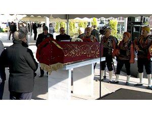 Koç'un tabutuna örtülen Osmanlı sancağındaki dua ve anlamı