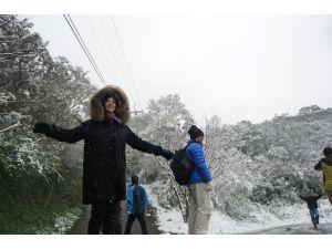 43 yılın en soğuk kışını yaşayan Tayvan'a kar yağdı