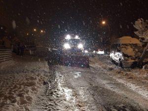 İzmit'te Kar Mesaisi Sürüyor