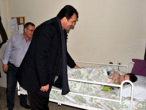 Dündar, yatalak çocuğa hasta yatağı hediye etti