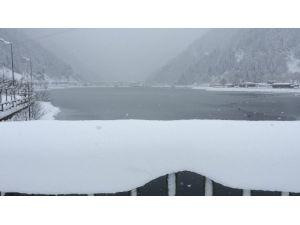 Uzungöl'de Kar Yağışı