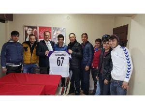 Taraftarlar Siyasi parti başkanlarını ziyaret etti