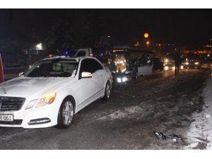 Buzlanan Yolda Zincirleme Kaza: 5 Yaralı