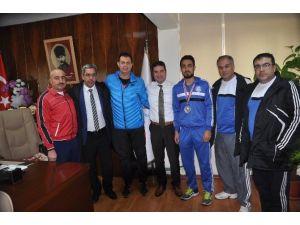 Ataşbak Başarılı Sporcuyu Kutladı
