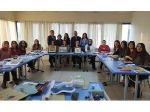 Üniversiteli Kızlar Minyatür Sergisine Hazırlanıyor