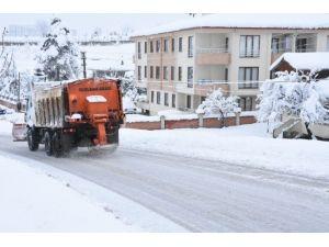 Düzce'de Kar Yağışı Sona Erene Kadar Çalışılacak