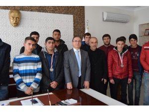 Şampiyon Güreşçiler, Başkan Kazgan'ı Ziyaret Etti