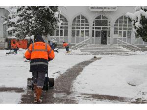 Akyazı'da Ekipler Kar İçin Teyakkuzda