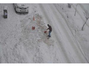 Hakkari'de kar yağışı devam ediyor