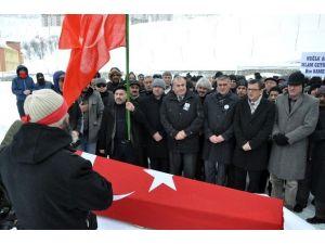 Kamer Genç'in Cenazesi Toprağa Verildi