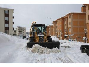 Adapazarı Belediyesi Kardan Kapanan Yolları Anında Açıyor