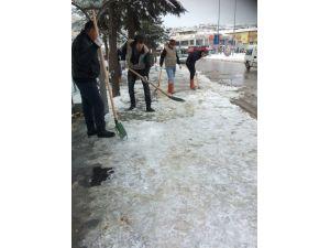 Başkan Alemdar Ekipleriyle Birlikte Kar Nöbetinde