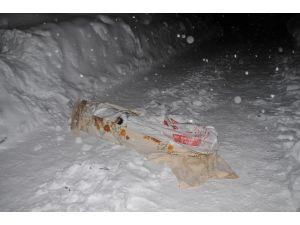 Yüksekova'da battaniyeye saralı erkek cesedi bulundu