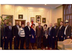 Kırgızlar Başkan Yılmaz'a Başarısının Sırrını Sordu