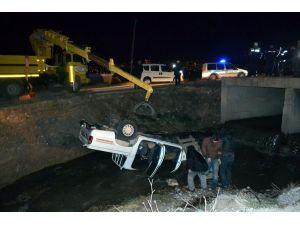 Dereye uçan araçta 1 öldü, 4 yaralandı
