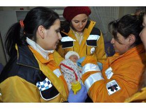 Yeni Doğan Bebeği Ölüme Terk Ettiler