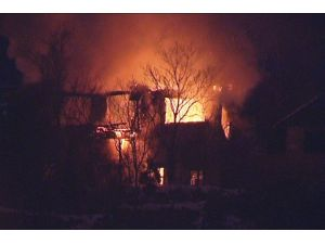 Ankara'da iki katlı bina alev alev yandı