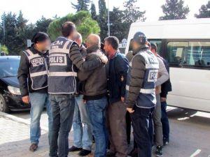 İzmir'de İnsan Kaçakçılarına 12 Tutuklama