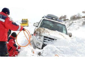 Ardahan'da İçerisinde Hasta Bulunan Ambulans Kara Saplandı