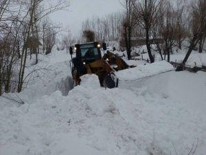Hakkari'de 105 Köy Ve 277 Mezra Yolu Ulaşıma Kapandı