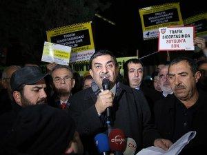 İstanbul'da bir grup sürücü trafik sigortasını protesto etti