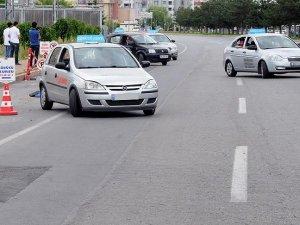 Stajyer sürücüler yollara 'trafik adabı' ile çıkacak