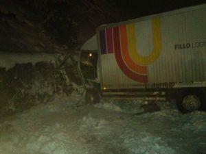 Buzlanan Yolda Korkutan Kaza: 2 Yaralı