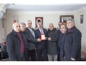 Muhtarlardan Başkan Çoban'a Teşekkür Plaketi