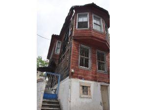 İzmit Belediyesi Tarihi Eseri Restore Ediyor