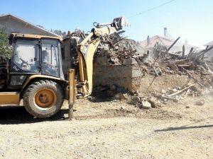 Beyşehir'deki Harabe Evler Temizleniyor