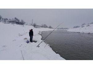 Kar Ve Buz Balıkçılara Engel Olamıyor
