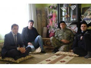 Kaymakam Sağ, Yaralı Askeri Ziyaret Etti