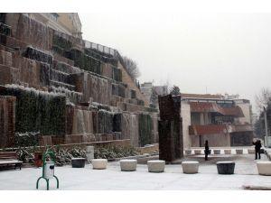 Kar ve soğuk havanın etkili olduğu Bursa buz kesti