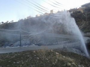 Besni'de İçme Suyu Şebekesi Patladı