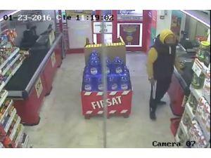 Maket bıçağıyla market soydu