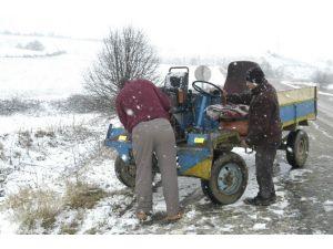 Karda Kayan Araç Patpat Sayesinde Uçuruma Düşmekten Kurtuldu