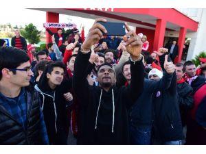 Antalyaspor'u Protestoya Gelen Taraftarın ETO'o Sevgisi