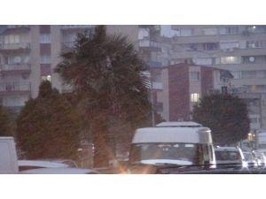 İzmir'de kar yağışı başladı