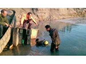 İş Makinesiyle Nehre Düşen Operatör Öldü