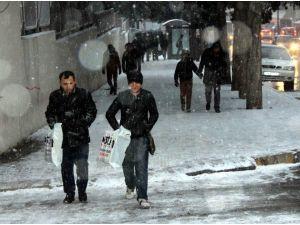 Kaldırımlar Buz Tuttu, Ortopedi Servisleri Doldu