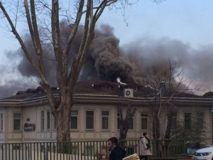Polis evindeki yangın paniğe neden oldu